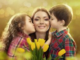 с 8 марта короткие поздравления для мамы
